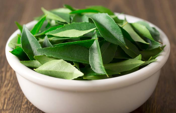2.-Curry-Leaves-And-Coconut-Oil