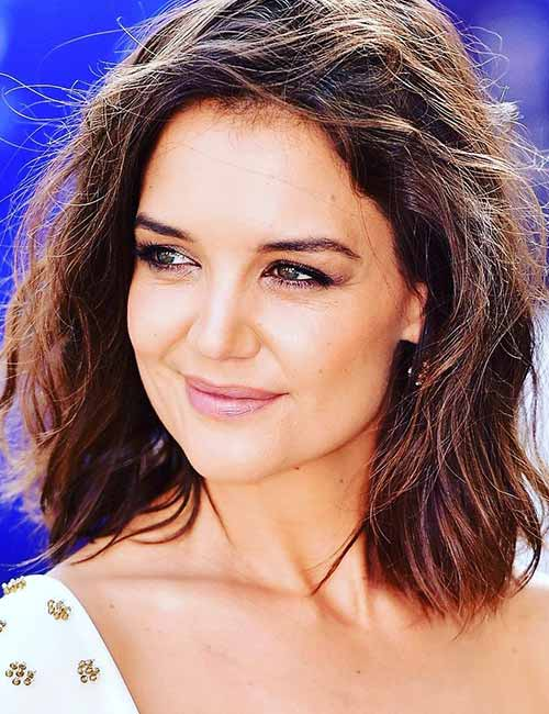 Best Hairstyles For Heart-shaped Face - A middle parting with side bangs
