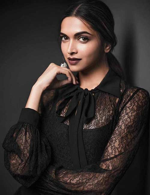 Best Hairstyles For Heart-shaped Face - Deepika Padukone