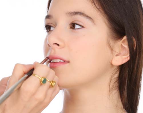 Makeup For Teens - Apply Your Lip Color