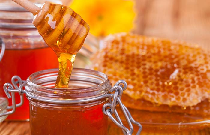 19. Honey And Besan Pack