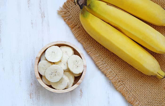 5. Besan And Banana Face Pack