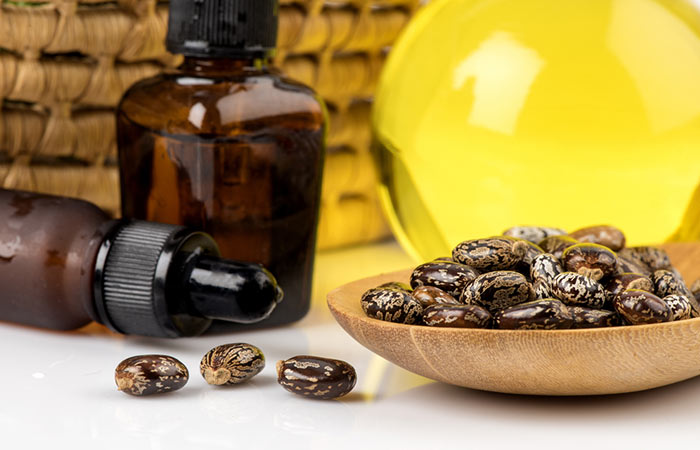 4. Castor Oil And Onion Juice For Hair Growth