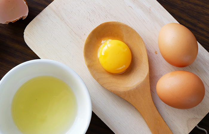 5. Egg And Onion Juice For Hair Growth