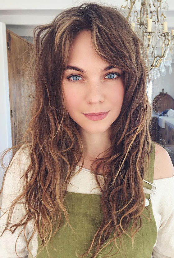 Best Layered Hairstyles With Bangs - Messed Up Waves And Split Up Bangs