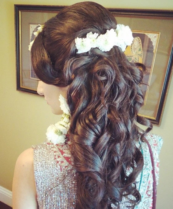 33-Curls-With-A-Floral-Centerpiece