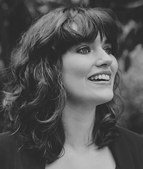 Best Layered Hairstyles With Bangs - Plopped Curls