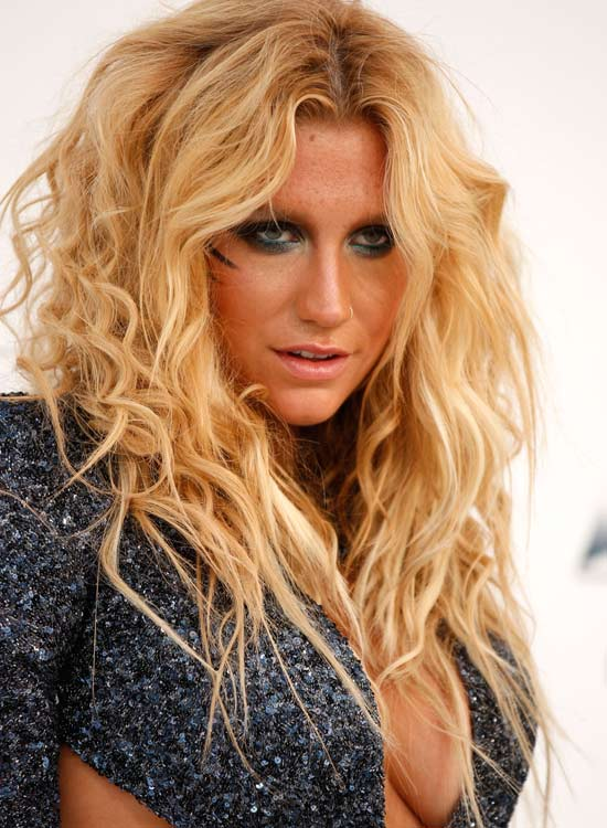 Beachy-Blonde-Waves-with-Pointy-Ends