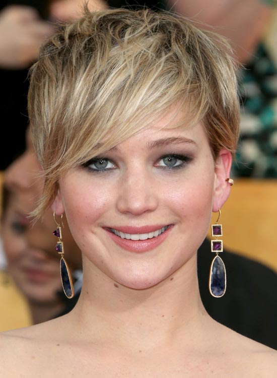 Pixie-with-Messy-Layers-and-Wispy-Side-Sweep