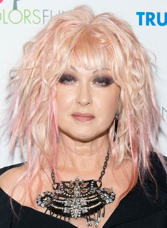 Uneven-Peach-Bob-with-Fringes-and-Pink-Highlights