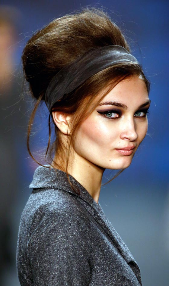 Tight up Twisted Chignon with Side Parting