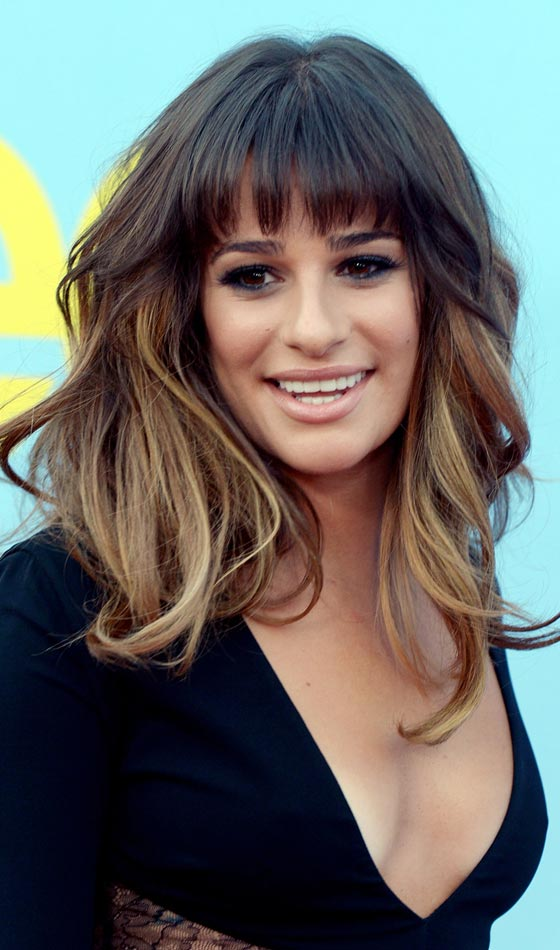 Nice Messy Wavy Layered Hairstyle With Graduated Front Bangs Pinit