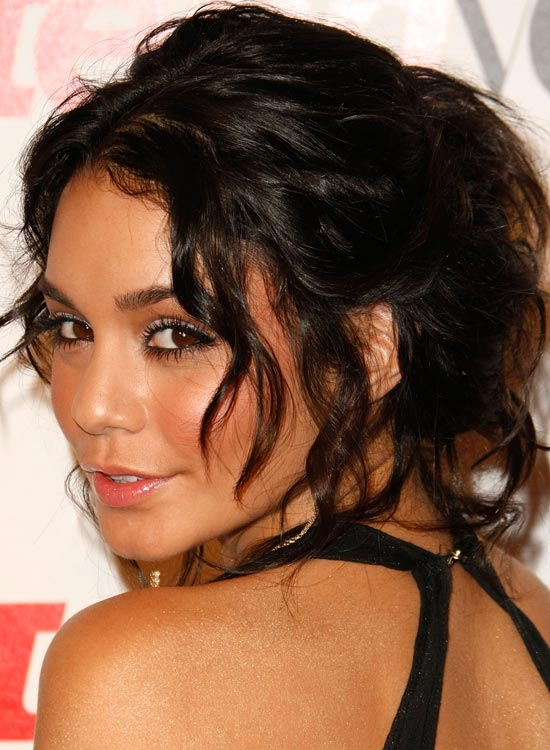 Messy-Wavy-Updo-with-Multiple-Bangs