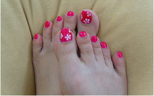 12 nail art ideas for your toes five dot flowers on toe nails pinit solutioingenieria Image collections
