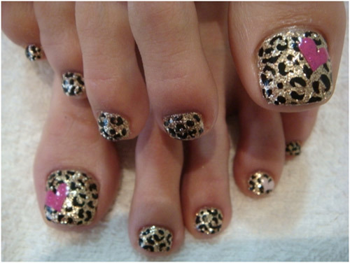 Leopard print on toes