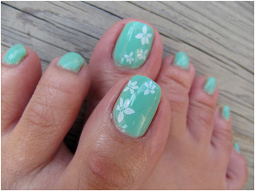 Sticker on toes
