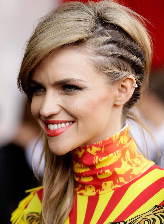 Side Swept Layers With Multiple Twisted Strands: