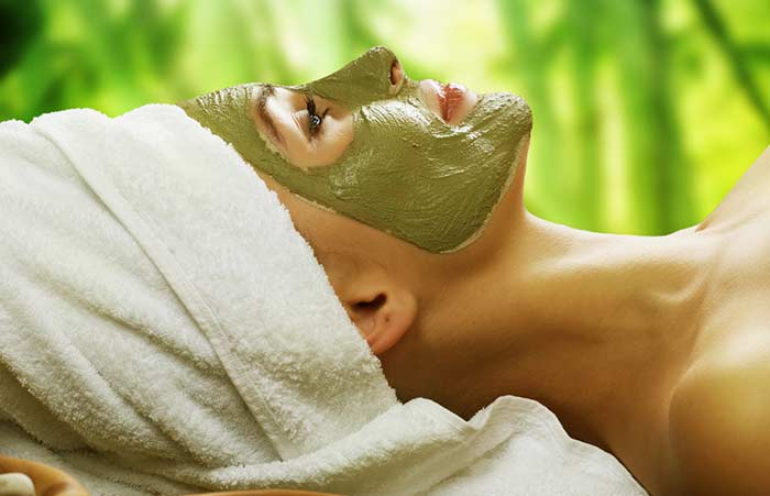 7. Oatmeal, Milk, Honey And Neem Face Pack For Anti-Aging Benefits