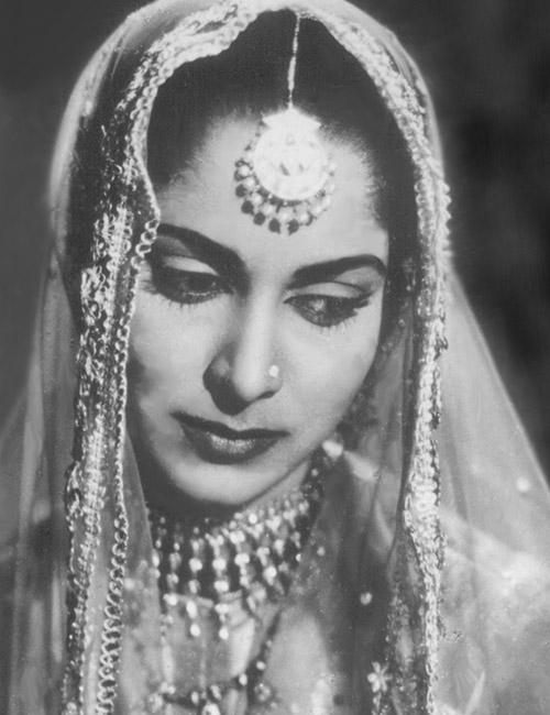 4. Waheeda Rehman - Cute Indian Woman