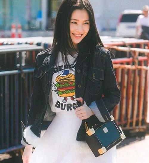 Zhang Huiwen - Beautiful Chinese Girl No. 28