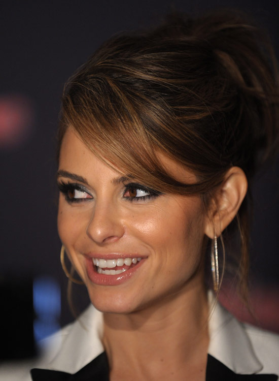 Highlighted-Messy-Updo-with-Long-Side-Swept-Bang