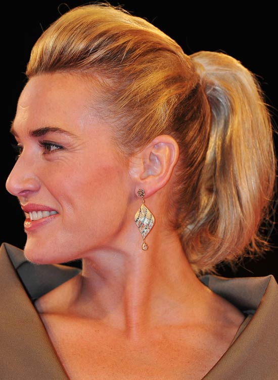 Small-Wavy-Ponytail-with-Inward-Curls-and-Pouf
