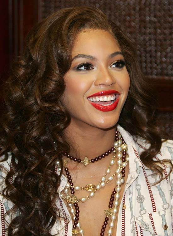 Soft-Textured-Curls-on-Long-Layered-Hair