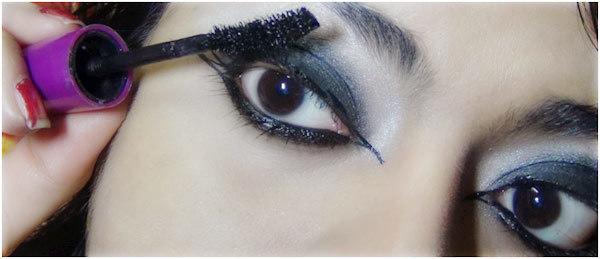 Gothic Eye Makeup Tutorial - Step 8: Use Mascara