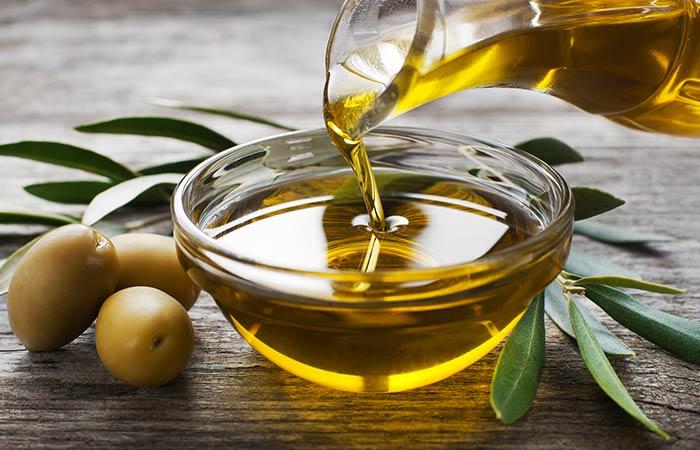 2. Salt And Olive Oil For Dandruff