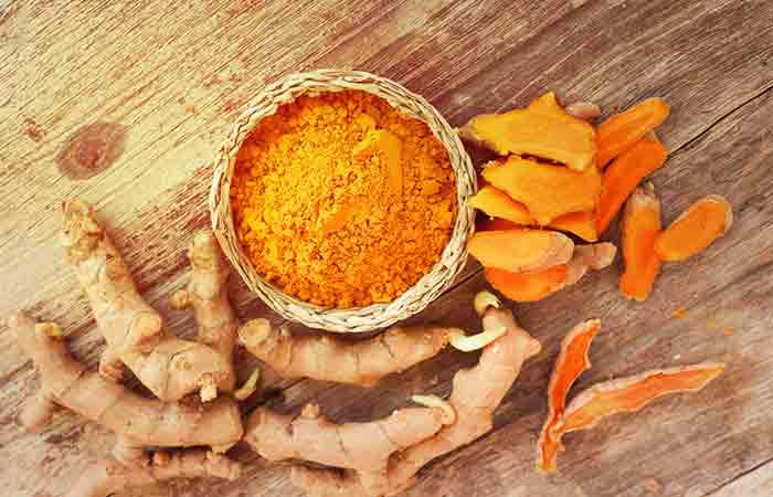 2.-Turmeric-And-Honey-For-Acne