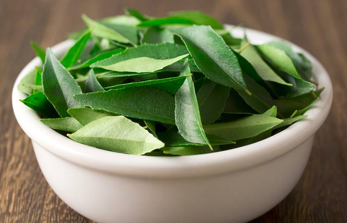 Curry-Leaves-And-Coconut-Oil