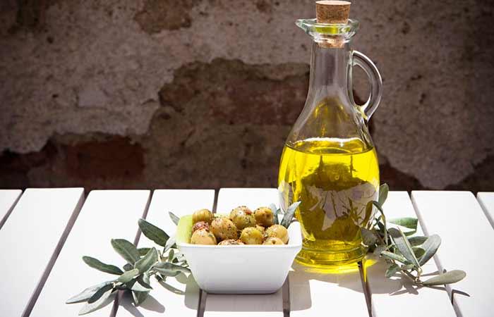 1. Olive Oil Hair Spa Treatment