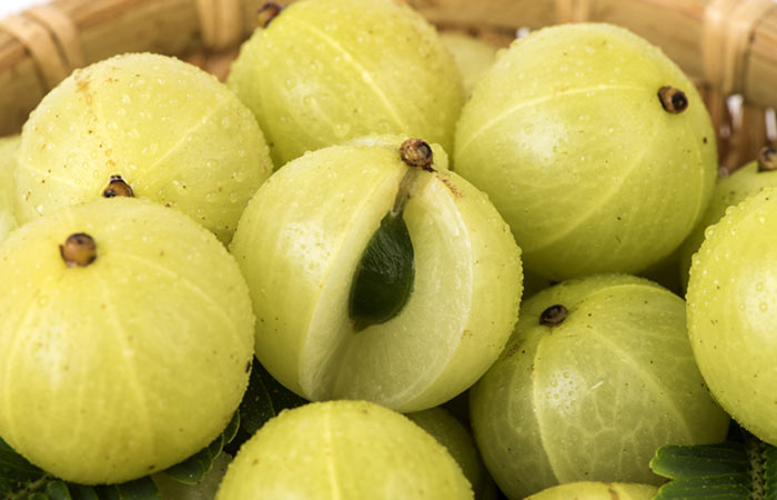 31-Amazing-Benefits-Of-Amla-Juice-For-Skin,-Hair,-And-Health10