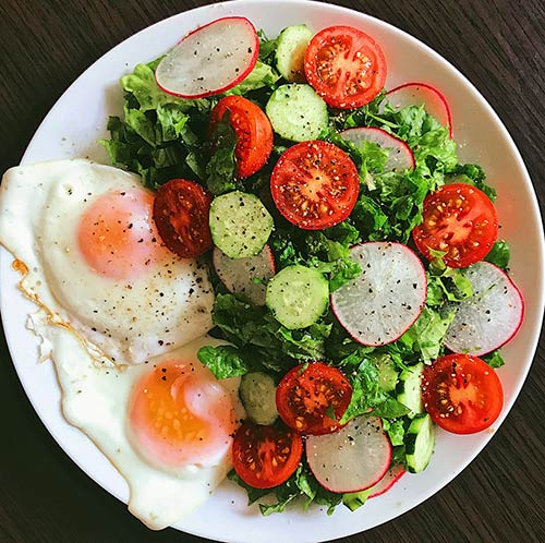 6. Crunchy Salad With Fried Egg