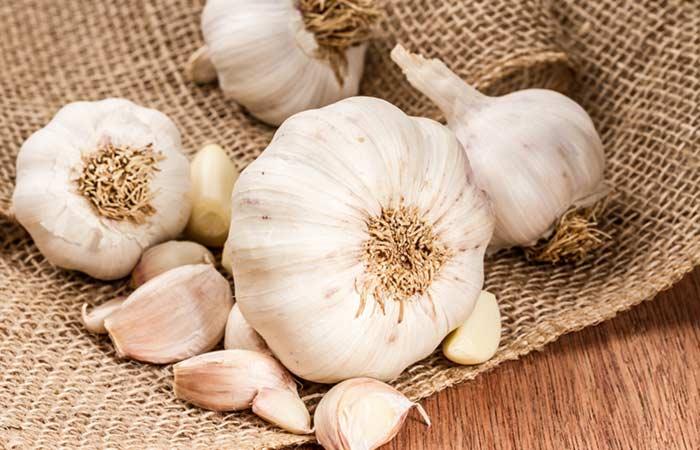 4.-Garlic-For-Hair-Fungus