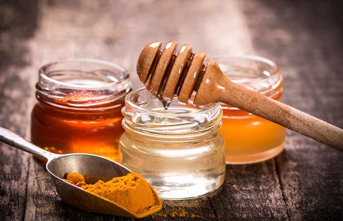 Turmeric, Cornstarch, And Honey Pack For Dull Skin