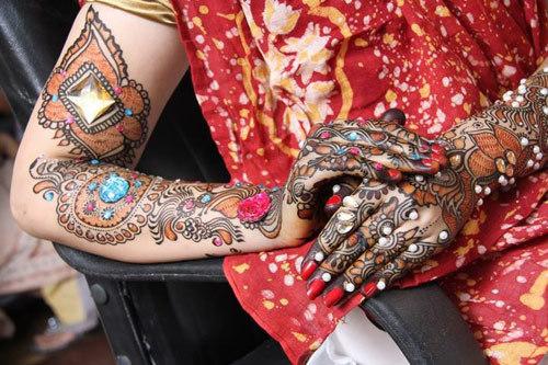 Bollywood style mehendi pattern