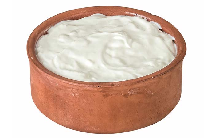 6. Curd And Honey For Glowing Skin