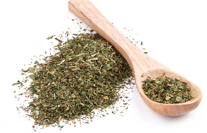 Coriander-Leaves-And-Sandalwood-Powder-For-Prickly-Heat