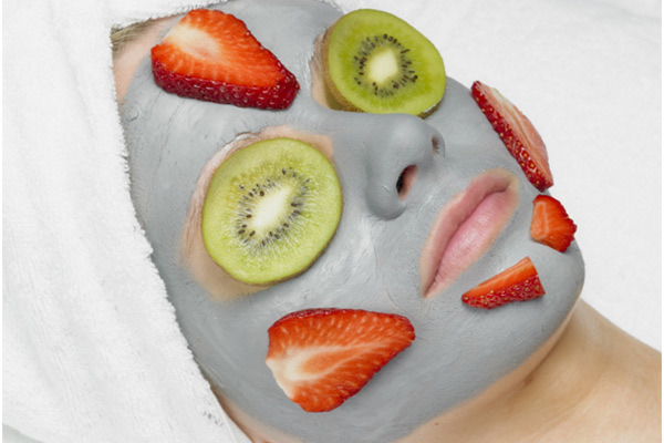 kiwi and strawberries face mask