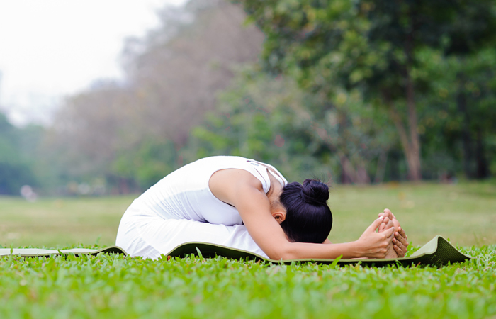 Easy-Yoga-Poses-To-Treat-Anxiety6