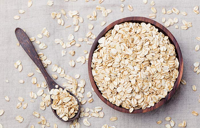 10. Oatmeal And Baking Soda Mask For Acne