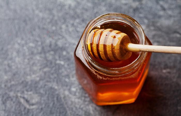 2. Bleach Hair With Honey And Vinegar