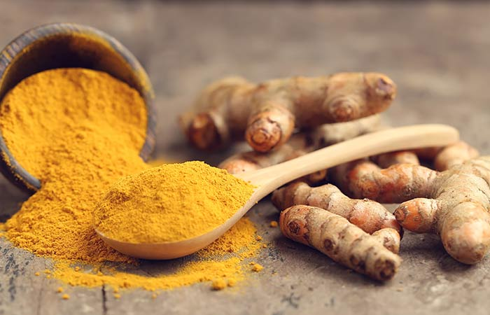 6. Castor Oil And Turmeric For Stretch Marks