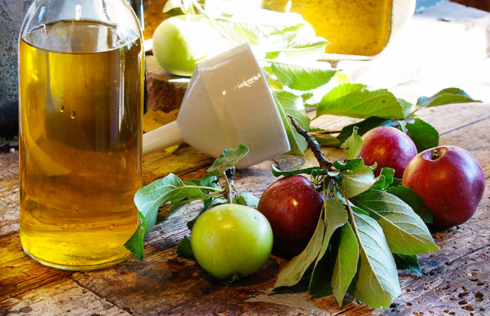 10. Apple Cider Vinegar And Tea Tree Oil For Lice