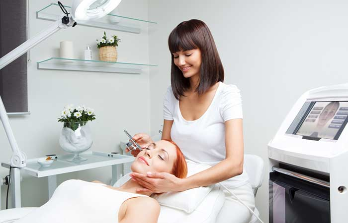 How Does The Oxygen Facial Work (Oxygen Facial Procedure)