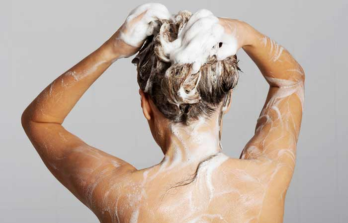 3.-Baking-Soda-And-Shampoo-To-Remove-Hair-Dye