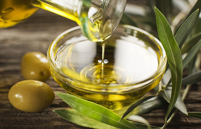 1.-Use-Tea-Tree-Oil-With-Olive-Oil-For-Hair-Growth