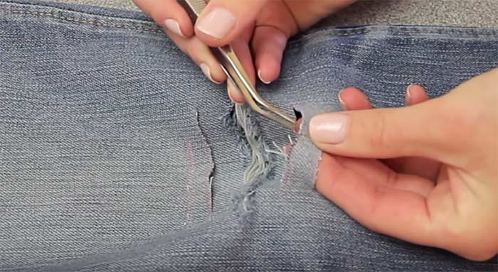 How To Make Ripped Jeans - Start Ripping (distressing)