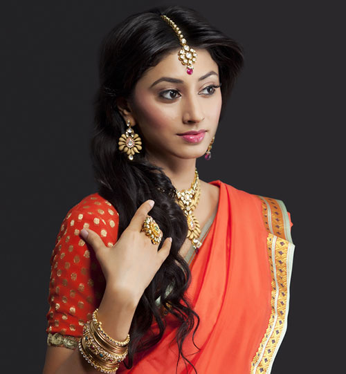 Hairstyles To Complement Your Saree - Texturized Curls With Maang Teeka